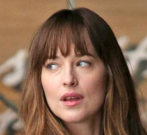 "Dakota Johnson : baiser romantique sur le tournage de ""Fifty Shades Darker"""