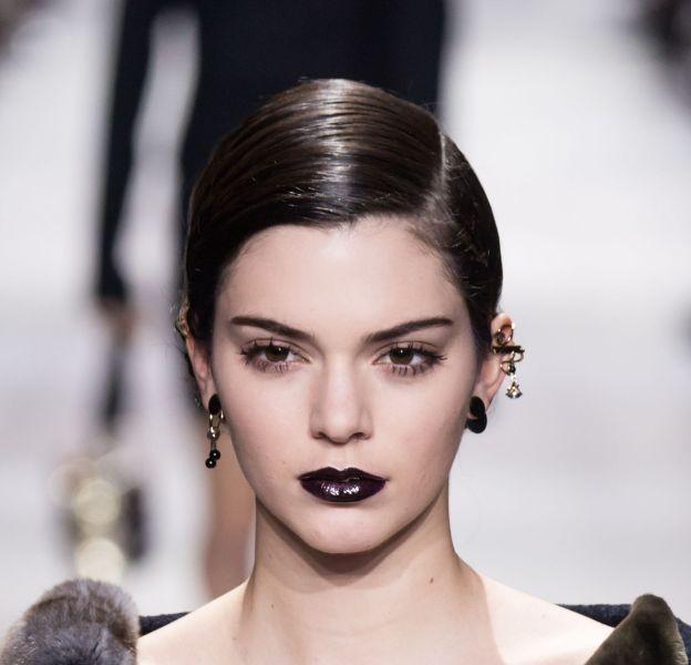 La bouche dark vue sur le défilé Christian Dior automne-hiver 2016/2017.