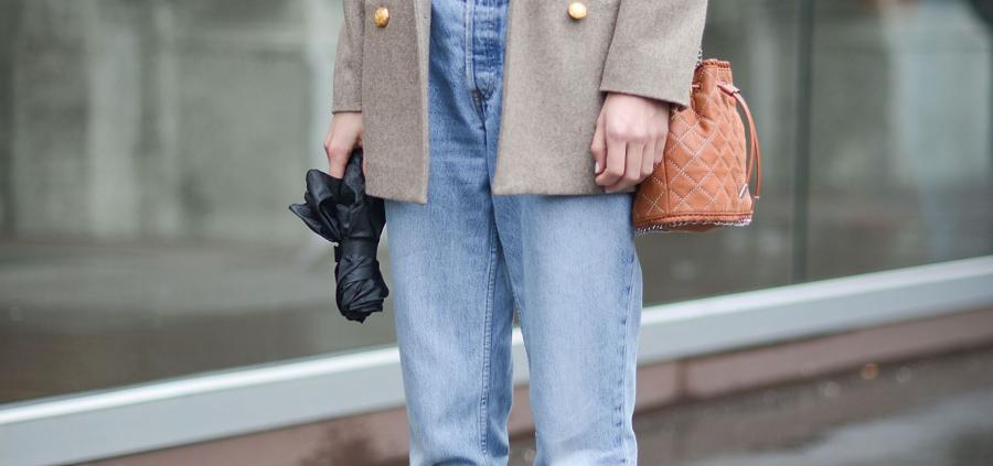 Comment porter le jean mom ? L'ordonnance mode de la semaine
