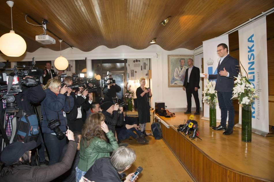 Le prince Daniel lors de l'annonce de la naissance de son fils, le prince Oscar.