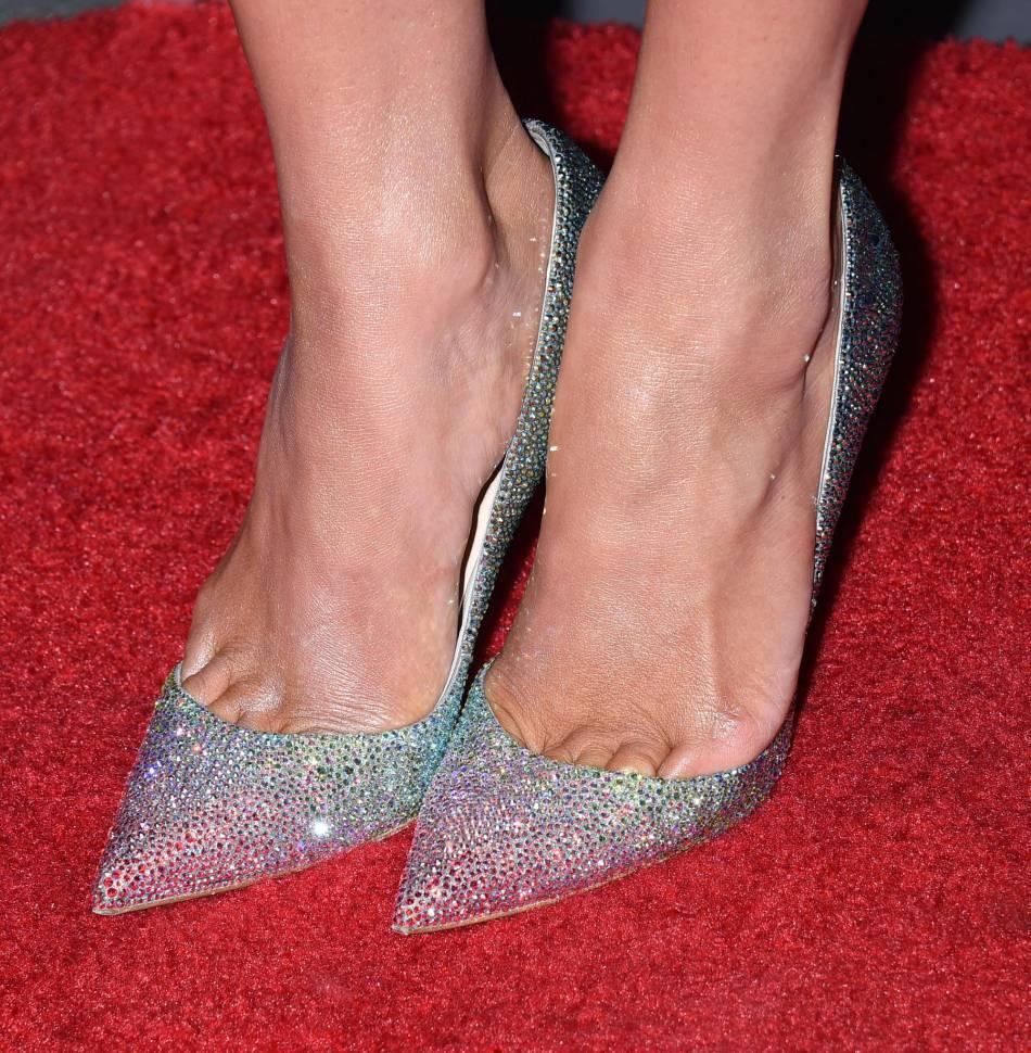 Jennifer Lopez opte pour une paire d'escarpins brillants.