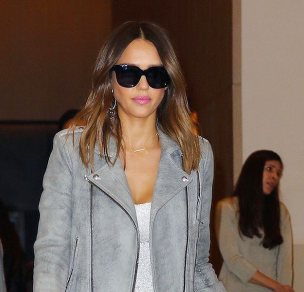 Jessica Alba à la sortie de son hôtel le Soho à New York ce mercerdi 9 mars 2016.
