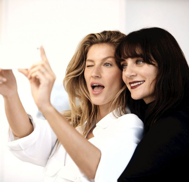 """Gisèle Bündchen et Lucia Pica sont au casting du premier épisode de """"Chanel Beauty Talks""""."""