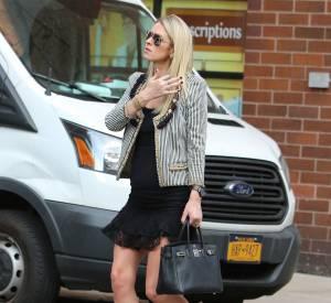 Nicky Hilton profite d'une journée shopping pour mettre en avant ses rondeurs de grossesse.