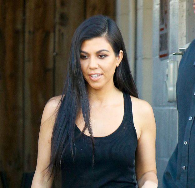 Kourtney Kardashian a partagé un cliché d'elle et de ses soeurs topless.