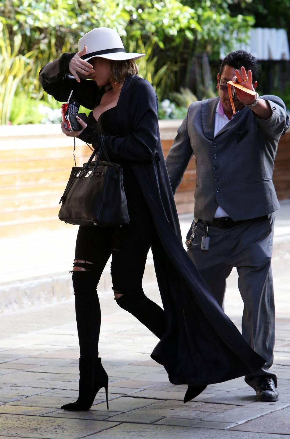 Khloe Kardashian opte pour un look ultra sexy.