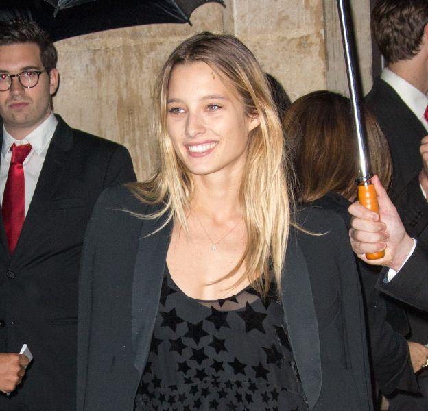 Ilona Smet se dévoile pétillante et sexy à Londres.
