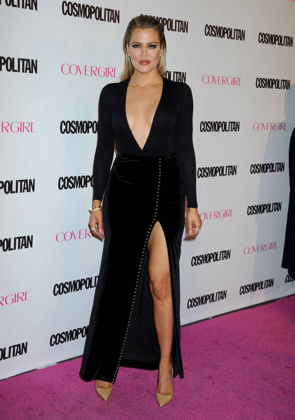Khloe Kardashian, canon dans sa robe marron.