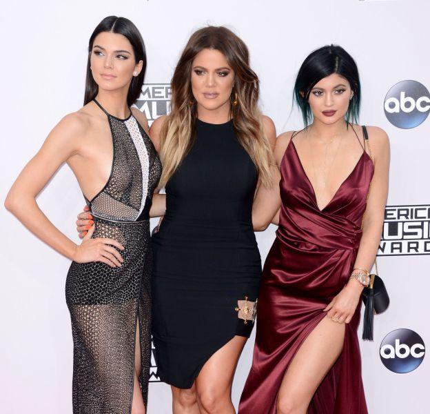 Kendall, Khloe et Kylie, trois soeurs méconnaissables lors de leur virée à L.A. vendredi 18 mars.