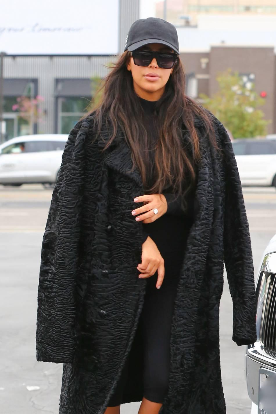 Kim Kardashian a immortalisé sa rencontre avec Kamilla Ösman, l'un de ses sosies les plus ressemblants.