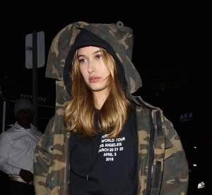 Hailey Baldwin : elle ose le short culotte en jean dans les rues de L.A.