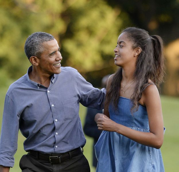 Malia Obama travaille pour son père.