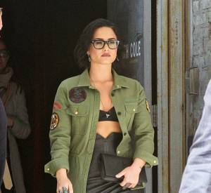 Demi Lovato tendance et stylée, elle affiche ses courbes.