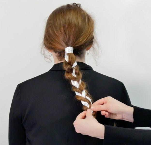 Une coiffure idéale pour les premiers jours de printemps.