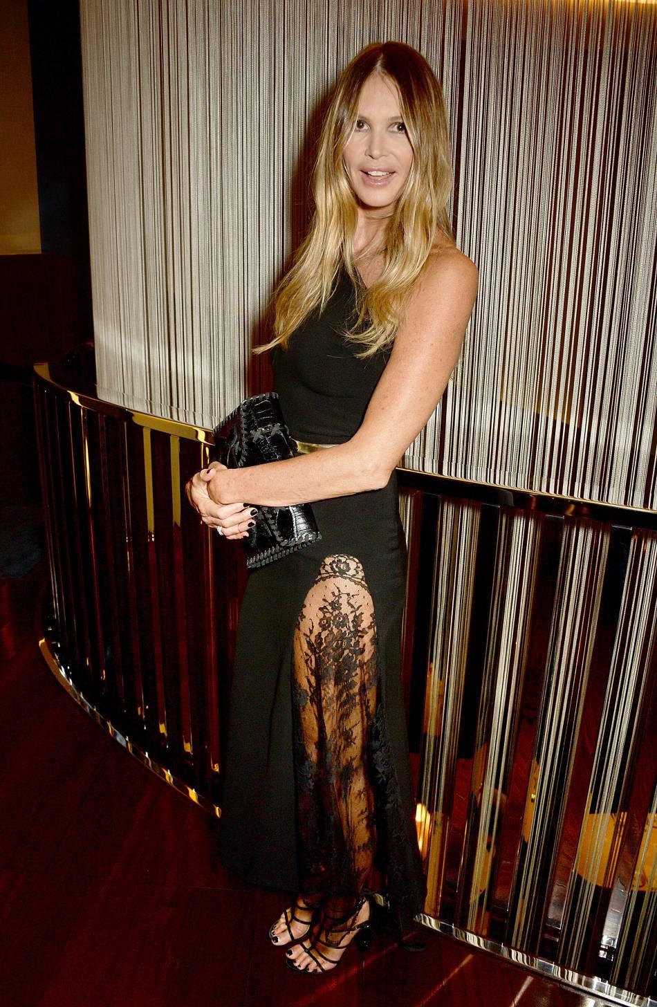 Elle Macpherson irrésistible dans son look chic et glamour.