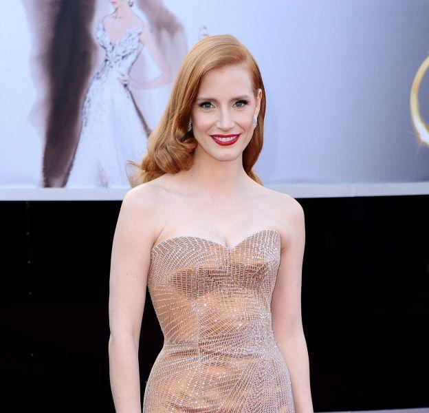 Jessica Chastain : retour en images sur ses plus beaux looks sur red carpet. Ici aux Oscars 2013 en bustier Armani Privé.