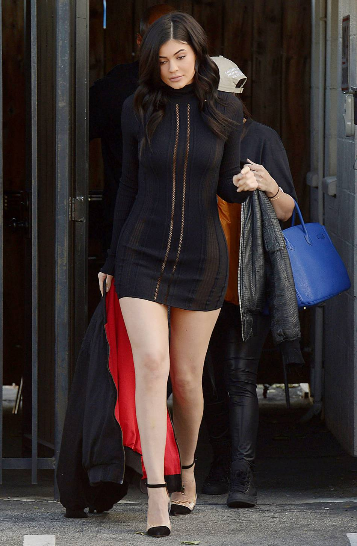 Kylie Jenner se montre nue sous sa robe sur Instagram - Puretrend