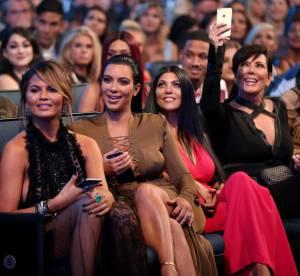 Les Kardashian, déchaînées et complices pour la baby shower de Chrissy Teigen