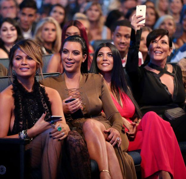 Les Kardashian célèbre l'arrivée du futur bébé de Chrissy Teigen.