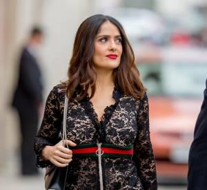 Salma Hayek, divine dans une robe longue sexy et qui flirte avec la transparence