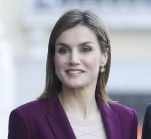 Letizia Ortiz : élégante et glamour dans son tailleur prune...