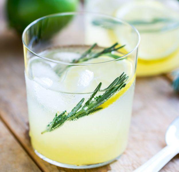 Le jus de citron-eau chaude, grand classique mais... on s'en lasse vite.