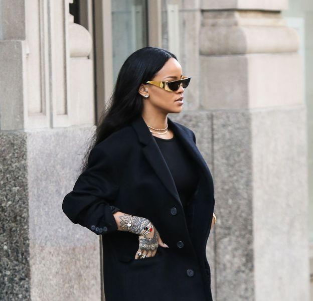 Rihanna dans les rues de New York le 30 mars 2016.