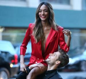 Jourdan Dunn : nue sous un blazer rouge, frigorifiée dans les rues de New York