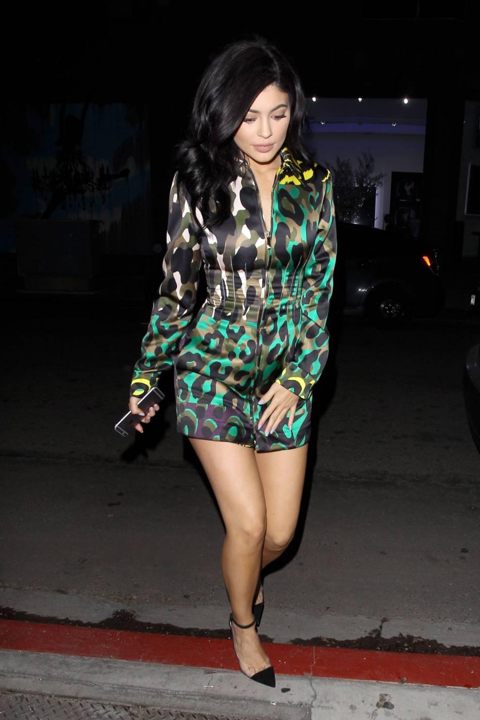 Kylie Jenner se veut plus pro que jamais pour mettre en avant ses produits de beauté.