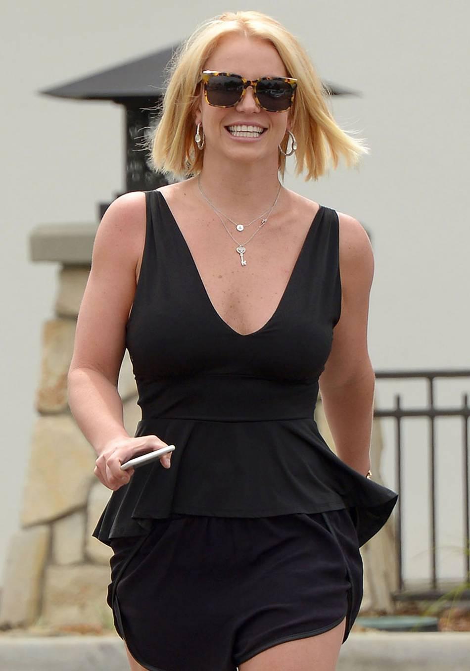 Depuis qu'elle a laissé tomber les extensions, Britney va beaucoup mieux.