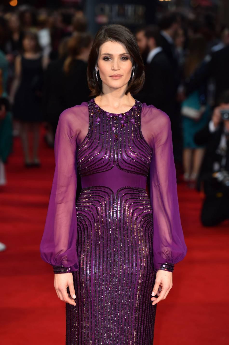 Gemma Arterton, mise en valeur par une robe rebrodée de perles et sequins signée Jenny Packham.