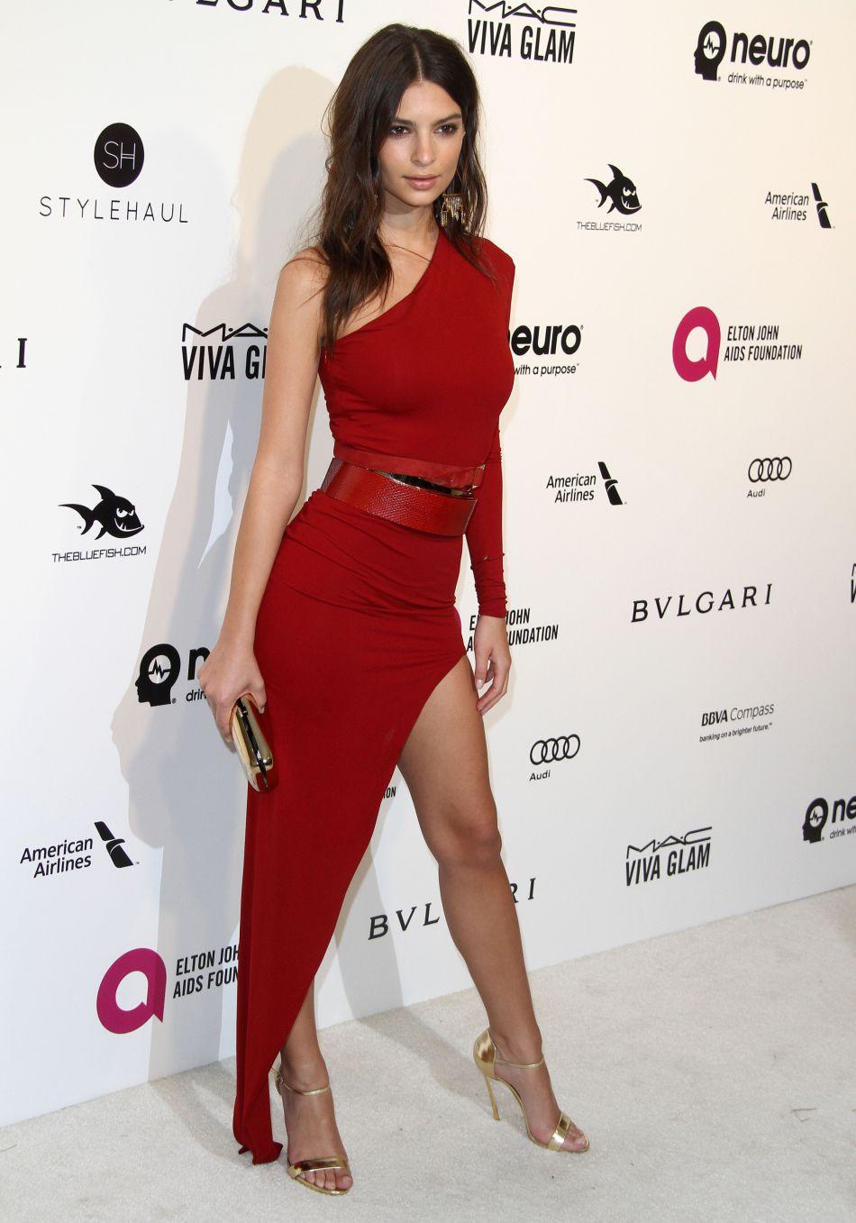 Emily Ratajkowski soigne sa réputation de mannequin ultra sensuel à coup de shootings sexy.