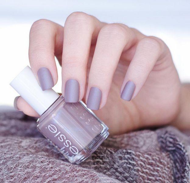 Le gris se décline en multiples nuances pour des manucures toujours chics.