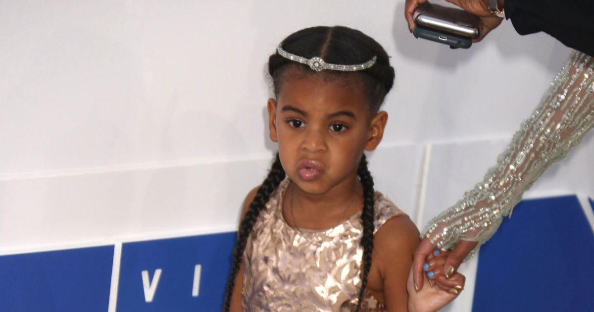 60750281f762f Blue Ivy   une robe hors de prix sur le tapis rouge des VMAs - Puretrend
