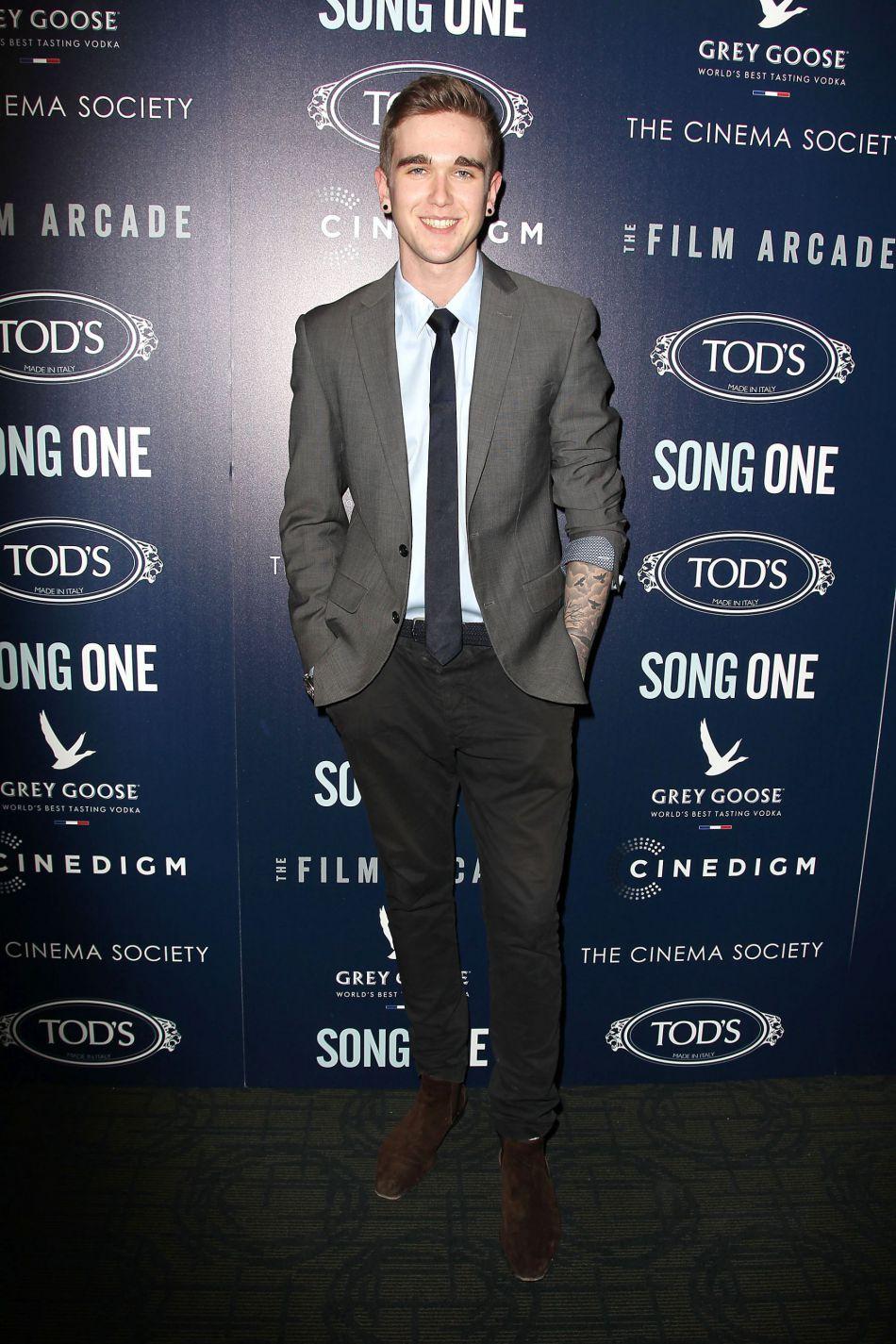 Gabriel-Kane Day-Lewis, le fils de Isabelle Adjani et de Daniel Day-Lewis est âgé de 21 ans désormais. Il est depuis devenu mannequin.