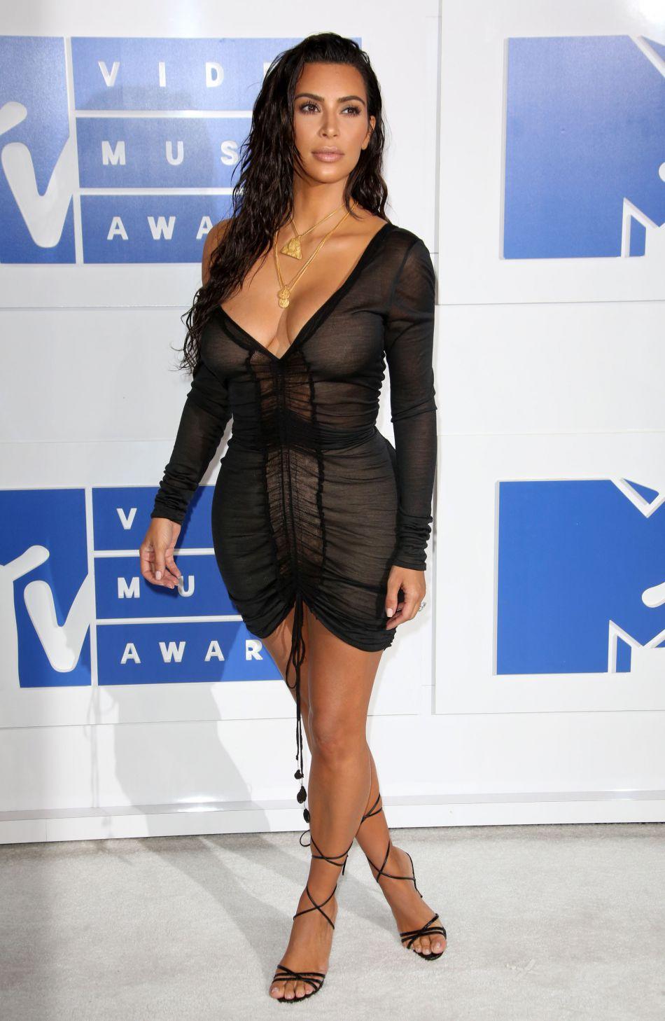 Kim Kardashian exhibe à tout va son nouveau bijou.