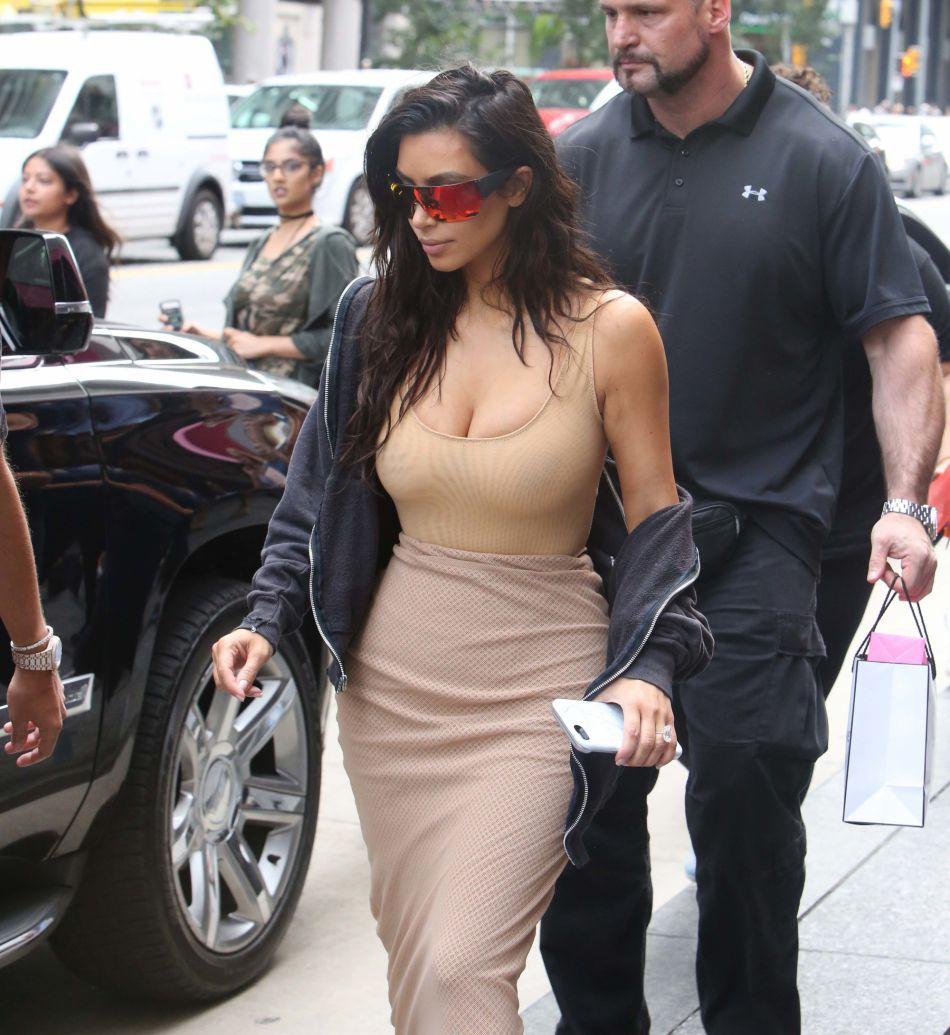 La belle a même remplacé son alliance. Les diamants sont définitivement les meilleurs amis de Kim Kardashian.