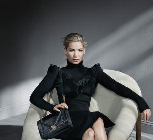 En cuir noir, ce it bag est simplement un indispensable.