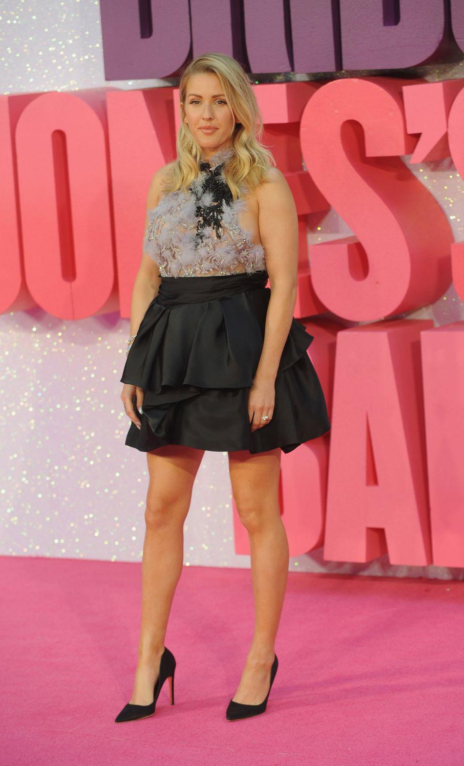 Ellie Goulding dévoile son atout charme : ses jambes parfaitement longues et bronzées.