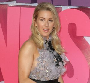 Ellie Goulding : alerte side boobs, la chanteuse se dévoile !