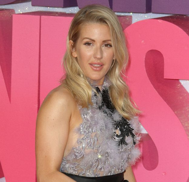 """Ellie Goulding a affiché un joli side boobs, lundi dernier, pour l'avant-première de """"Bridget Jones Baby""""."""