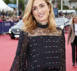 Julie Gayet : audacieuse en robe noire fendue, elle envoûte Deauville