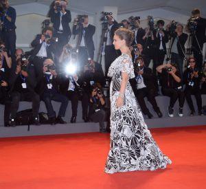 Natalie Portman a illuminé le tapis rouge de la Mostra de Venise.