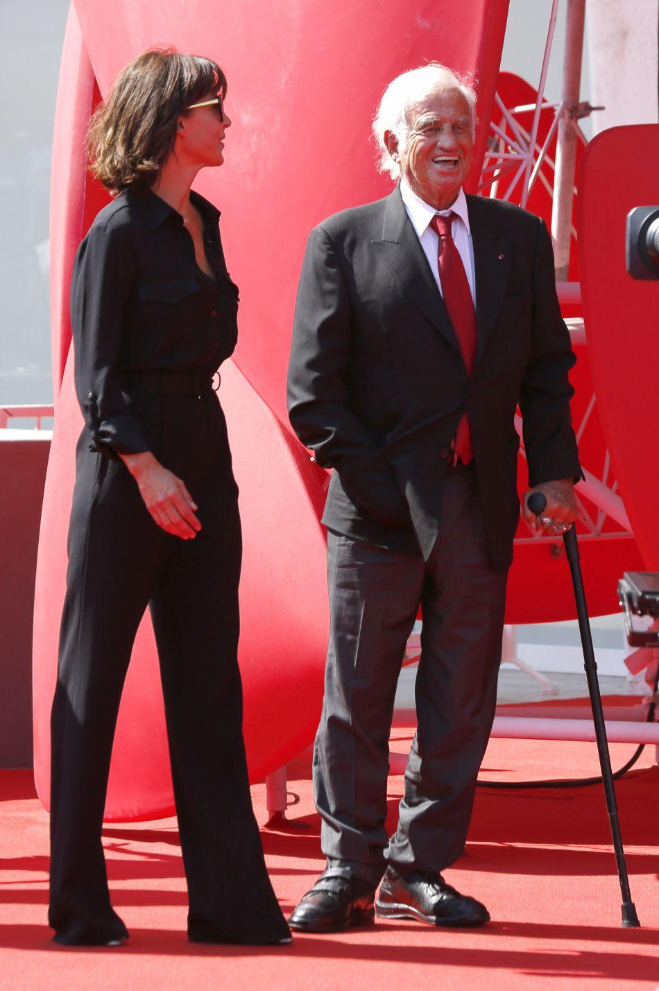 Sophie Marceau et Jean-Paul Belmondo à la remise du Lion d'Or à Jean-Paul Belmondo pour l'ensemble de sa carrière lors du 73e Festival du Film de Venise, la Mostra, le 8 septembre 2016.