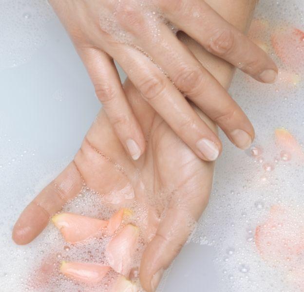 Prendre soin de ses mains commence par prendre soin de vos ongles.