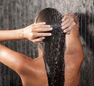 Cheveux gras : 4 mauvaises habitudes dont il faut se débarrasser