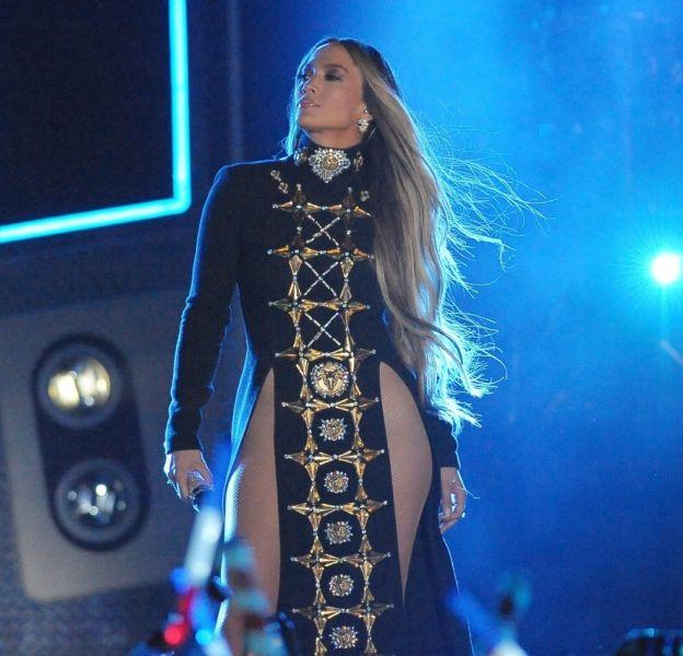 Jennifer Lopez apparaît torride dans un cliché posté sur Instagram.