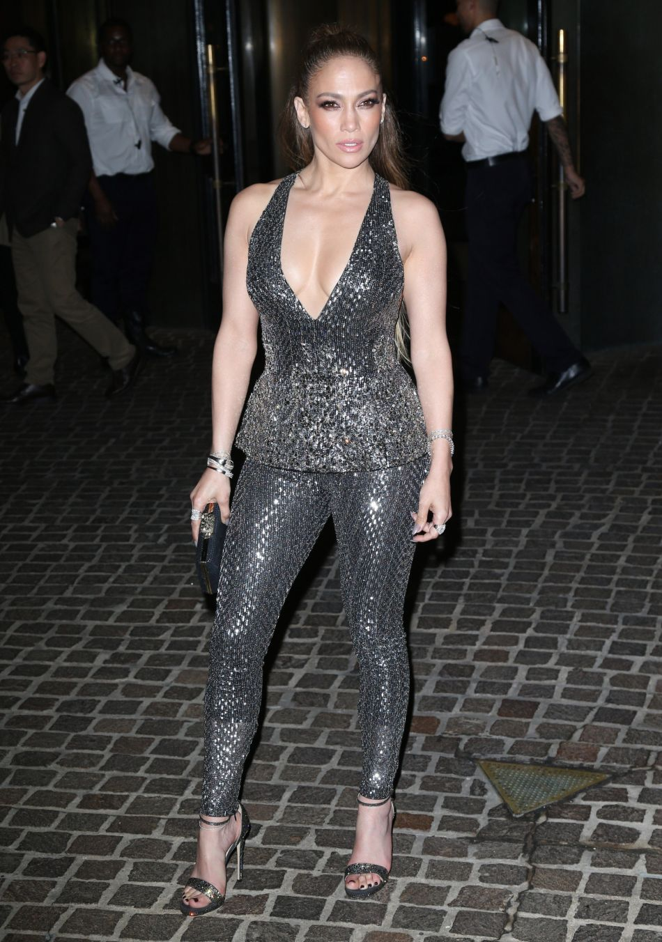 J-Lo fait le buzz en prenant une pose lascive et apparaissant sans culotte sur Instagram.