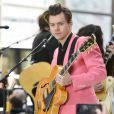 Harry Styles crée la fascination avec la couverture de son premier album.