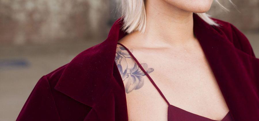 Inspiration : 7 looks pour dévoiler ses tatouages avec style